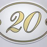 Ovale Hausnummer mit gold