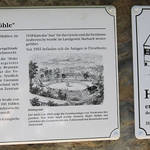 Hinweisschild historisches Gebäude