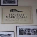 "Großes Logoschild ""Staufers Markthalle"""