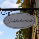 Neue Ausleger-Schilder für Altstadthäuser