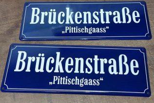 Straßenschilder mit Dialektbezeichnungen